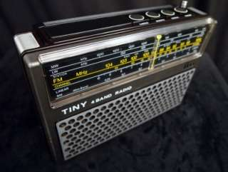 SUPERB ITT TINY 109B VINTAGE 4 BAND 70s PORTABLE RADIO GREAT SOUND