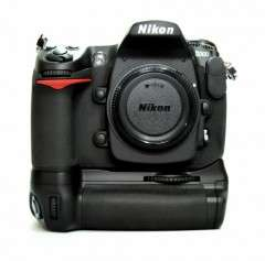 NEW Nikon Original Multi Power MB D10 Battery Grip for D300 / D700