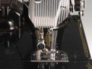 Singer Featherweight Sewing Machine 221 w/ Case