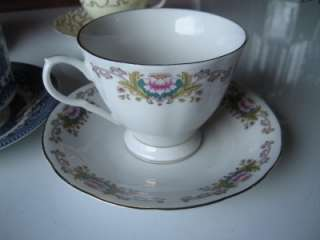 VINTAGE 6 LOT SET TEA CUP & SAUCER BONE CHINA CHURCHHILL ENGLAND