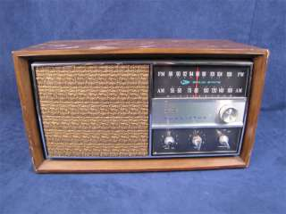 Vinage RCA Vicor RGC29W AM/FM Wood Console Radio |