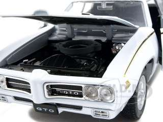 24 scale diecast model of 1969 Pontiac GTO Judge White die cast car