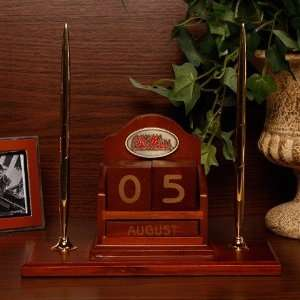 Mississippi Rebels Wooden Calendar Desk Set